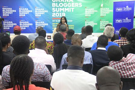 This image has an empty alt attribute; its file name is Avance-Media-hosts-Linda-Ikeji-and-Ghanaian-Influencers-for-2019-Ghana-Bloggers-Summit.jpg